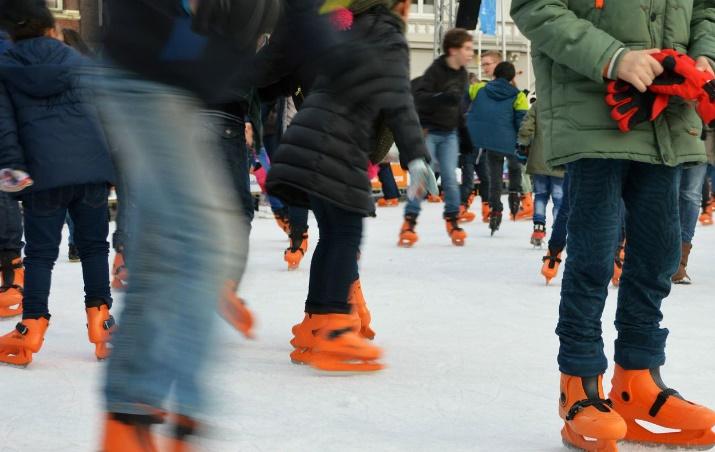 Les espoirs néerlandais d'une course mythique de patinage fondent face à la chaleur de l'hiver