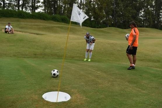 Insolite : Jouer au golf avec les pieds
