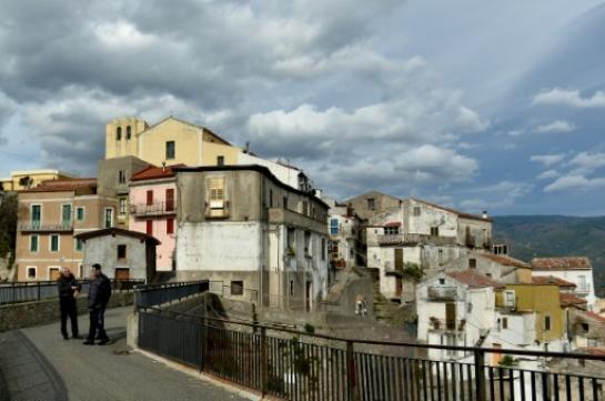 Un village médiéval italien vieillissant lance un défi à la Faucheuse