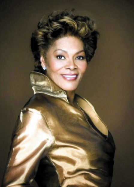 Scandales de stars à l'aéroport :  Dionne Warwick, mai 2002