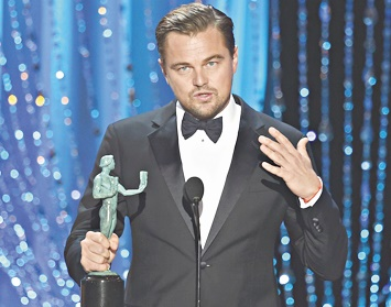 Leo DiCaprio triomphe lors des SAG Awards marqués par la diversité