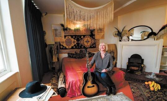 Au 23 Brook Street, dans la chambre de Jimi Hendrix