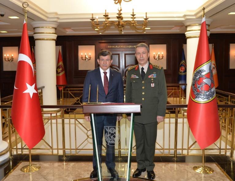 Davutoglu impute l'attentat d'Ankara aux miliciens kurdes