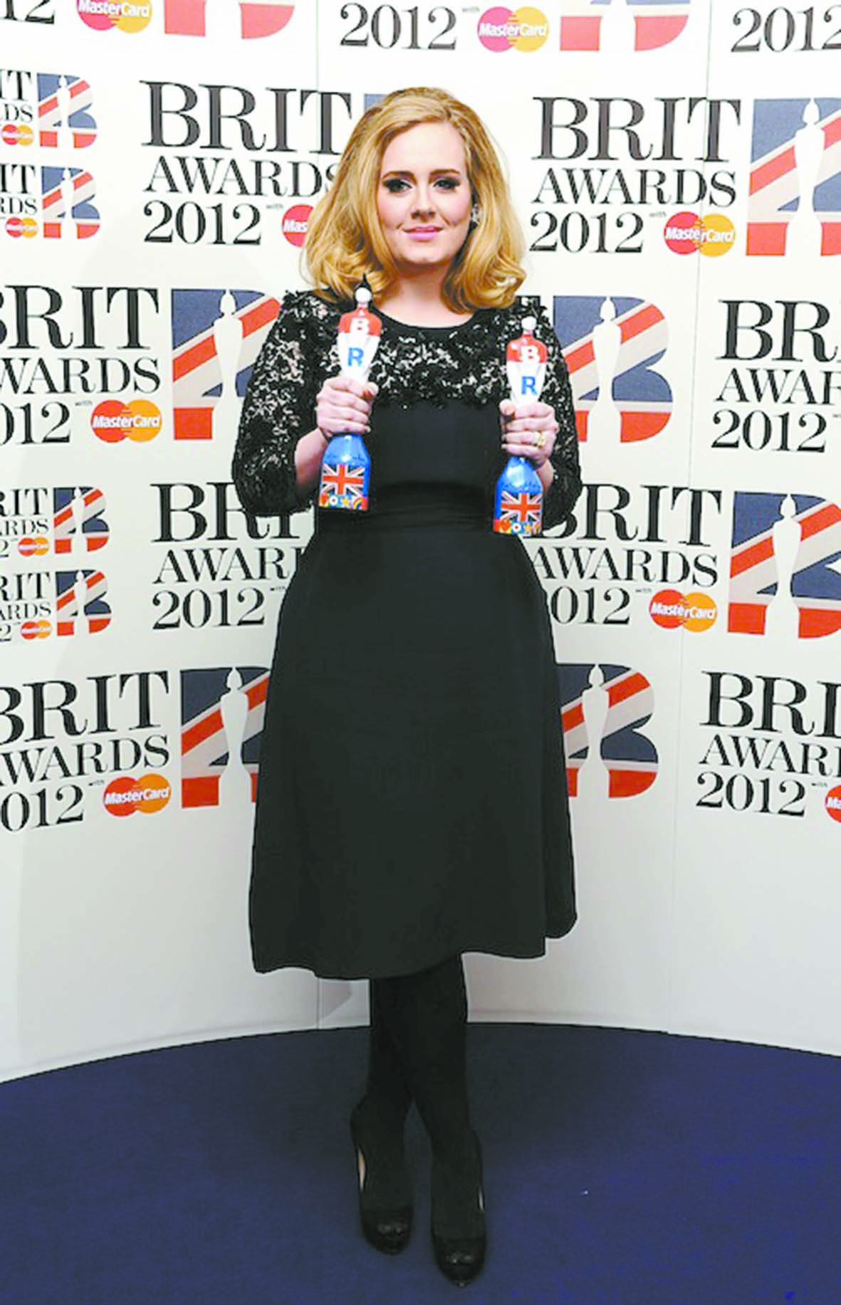 Adele triomphe aux Brit Awards
