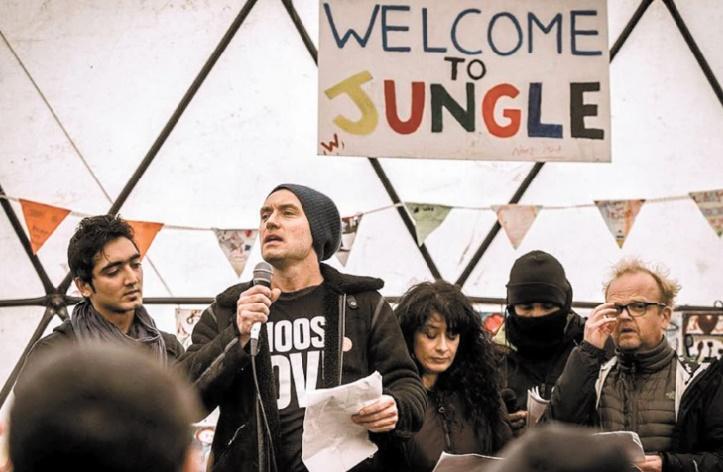"""Jude Law dans la """"Jungle"""" de Calais pour soutenir les migrants"""