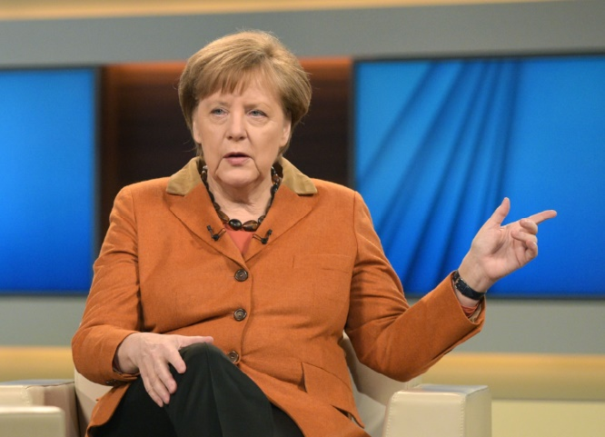 """Pour Merkel, l'UE ne peut pas laisser la Grèce """"plonger dans le chaos"""""""
