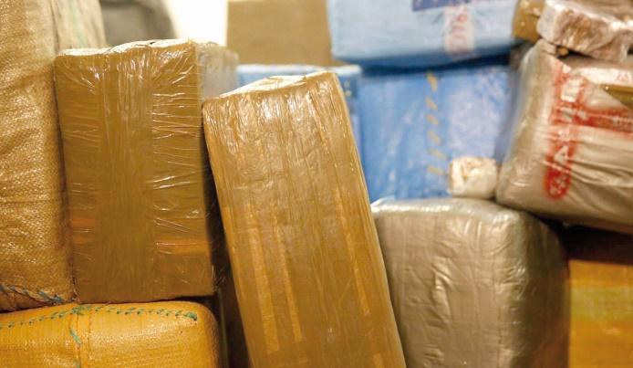 Saisie à Bir Guendouz-Guerguerat de 4 tonnes de hachich à bord d'un camion de transport international