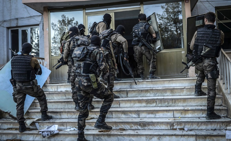 Vingt interpellations à Istanbul lors d'une opération anti-PKK