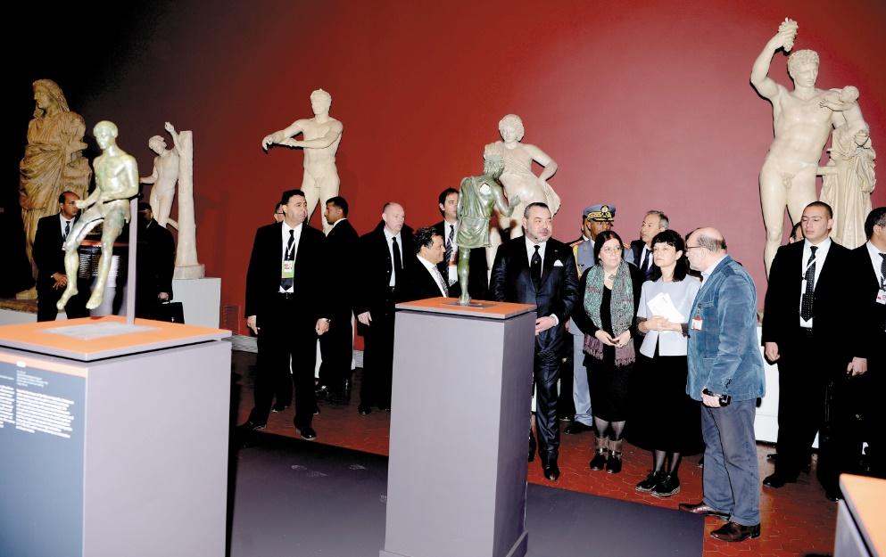 """S.M le Roi inaugure l'exposition """"Maroc-Russie, une histoire antique partagée"""""""