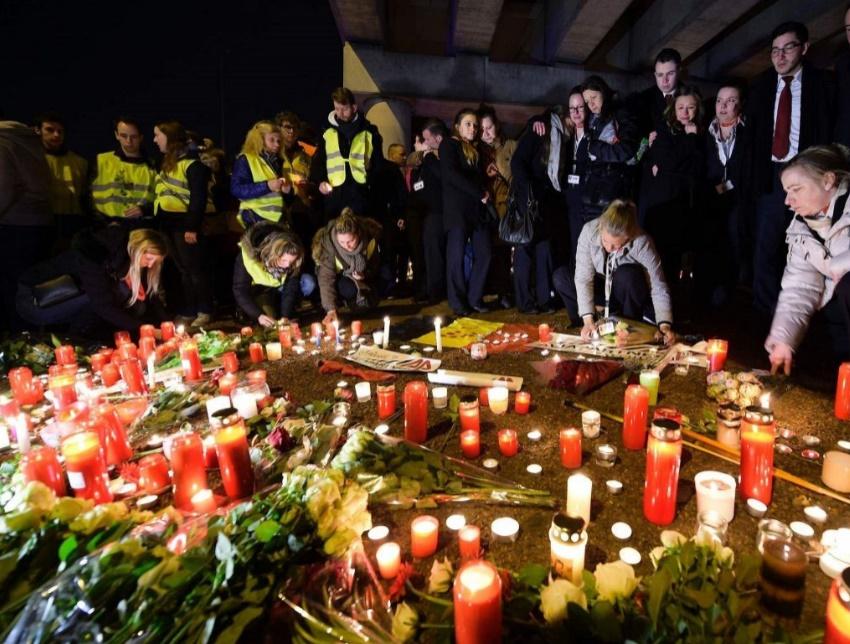 Attentats de Bruxelles Trois kamikazes identifiés et un quatrième homme recherché