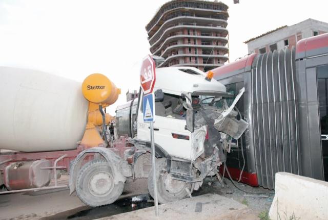 Collision entre un camion et une rame de tramway à Casablanca