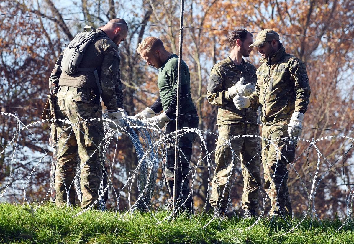 Lesbos dans l'expectative avant le début des retours  de migrants