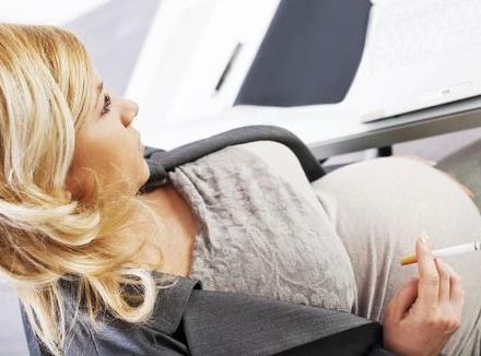 Fumer pendant la grossesse modifie chimiquement l'ADN du fœtus