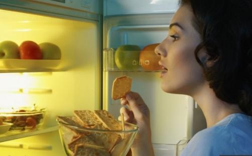 Eviter de manger la nuit réduirait le risque de rechute du cancer du sein