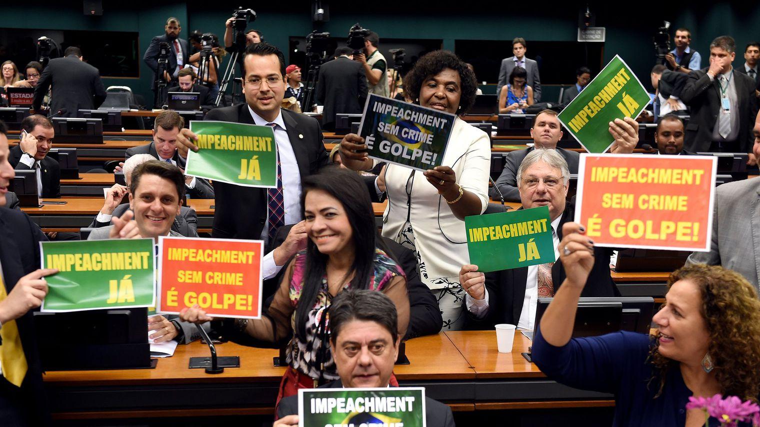 Une commission parlementaire recommande la destitution de Dilma Rousseff