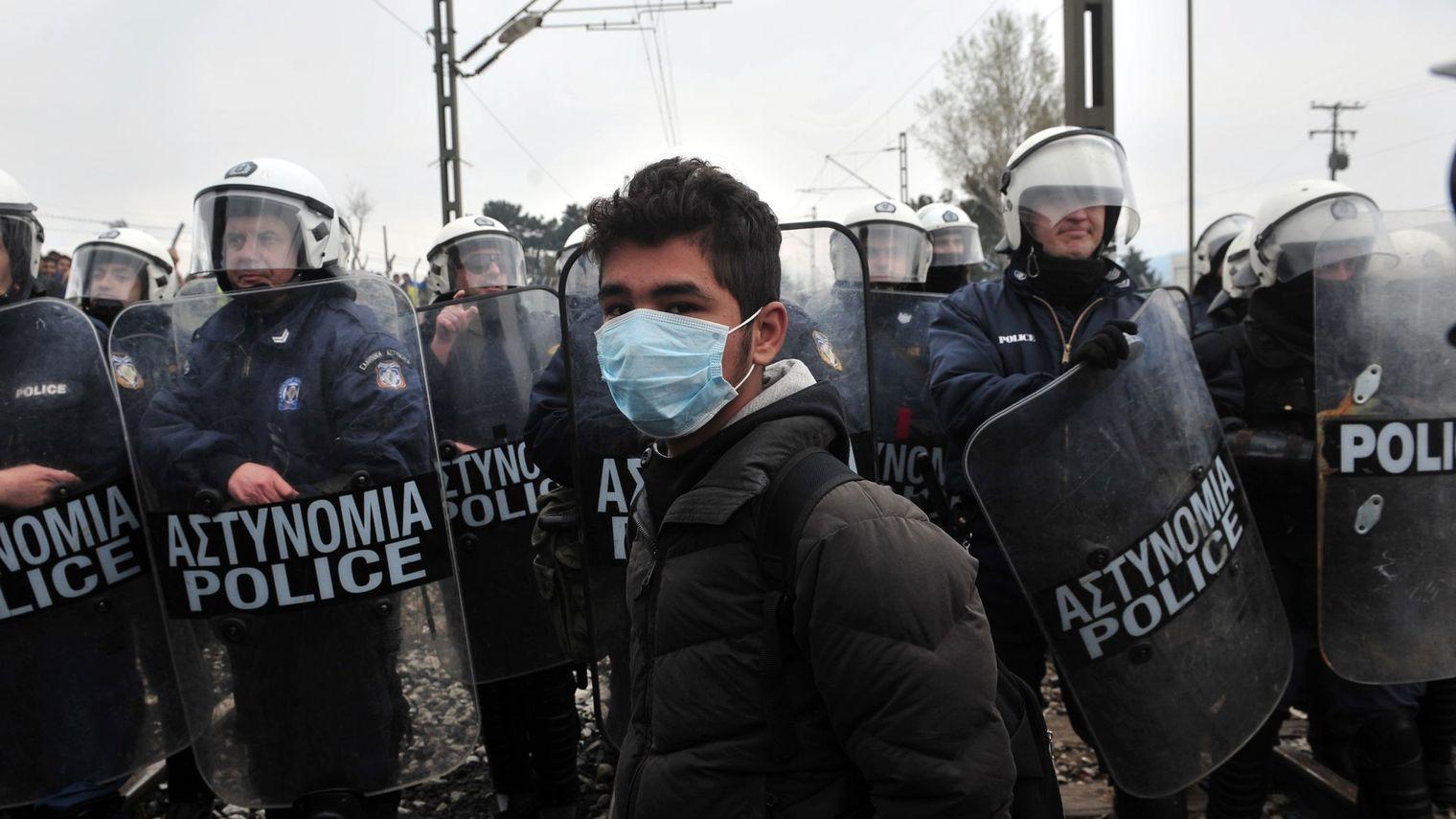 La police macédonienne tire des gaz lacrymogènes sur une centaine  de migrants à Idomeni