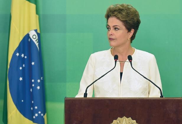 La présidente Dilma Rousseff au bord du KO