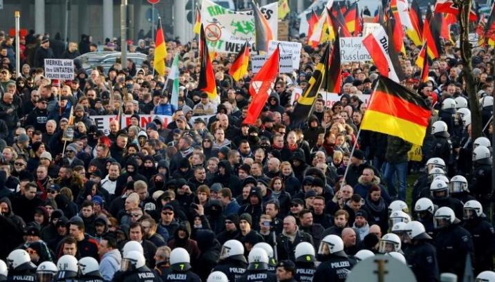 Le fondateur de Pegida jugé pour avoir insulté les réfugiés
