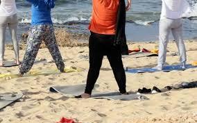 Yoga sur la plage de Tripoli pour échapper aux tensions libyennes