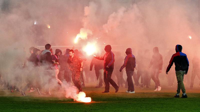 """A six semaines de l'Euro, la France se dote d'une loi """"antihooligans"""""""