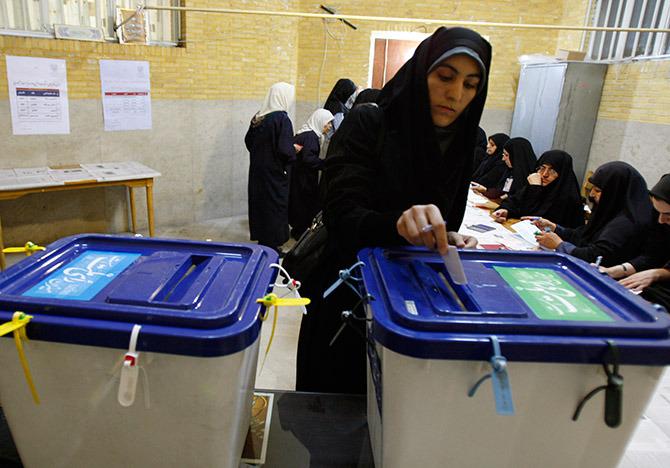 Les alliés de Rohani gagnent les législatives en Iran sans majorité