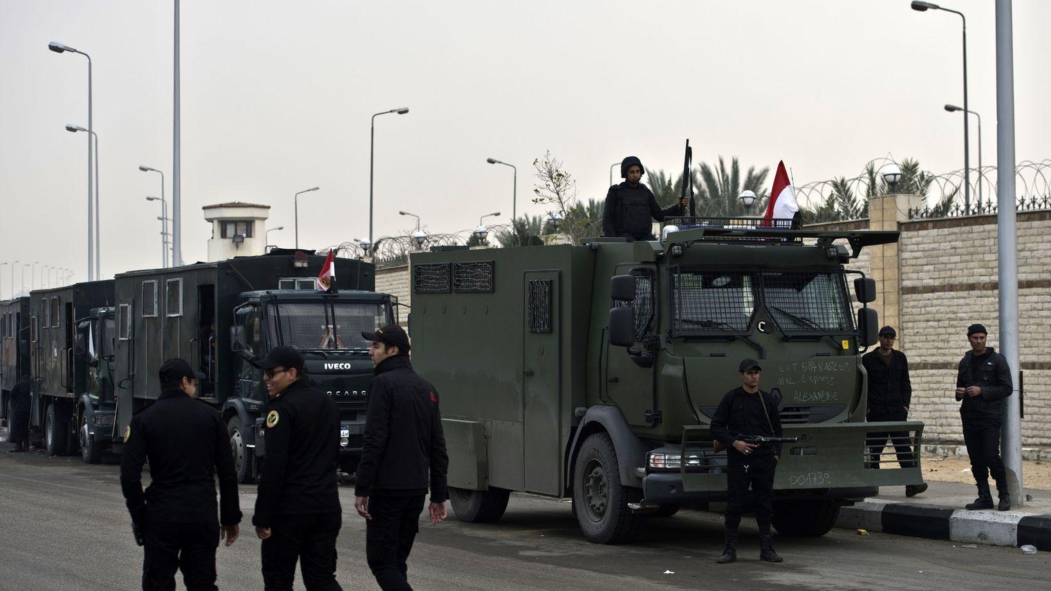 Huit policiers tués par des hommes armés au sud du Caire
