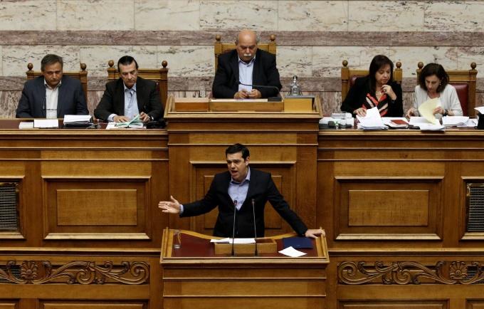 Le Parlement grec adopte une réforme controversée des retraites