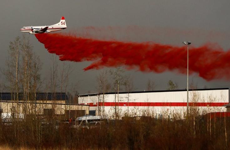 Au Canada, les feux ravagent toujours les environs de Fort McMurray en Alberta