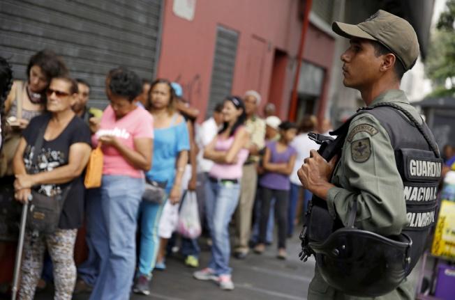 La pénurie de nourriture au Venezuela fait monter la tension