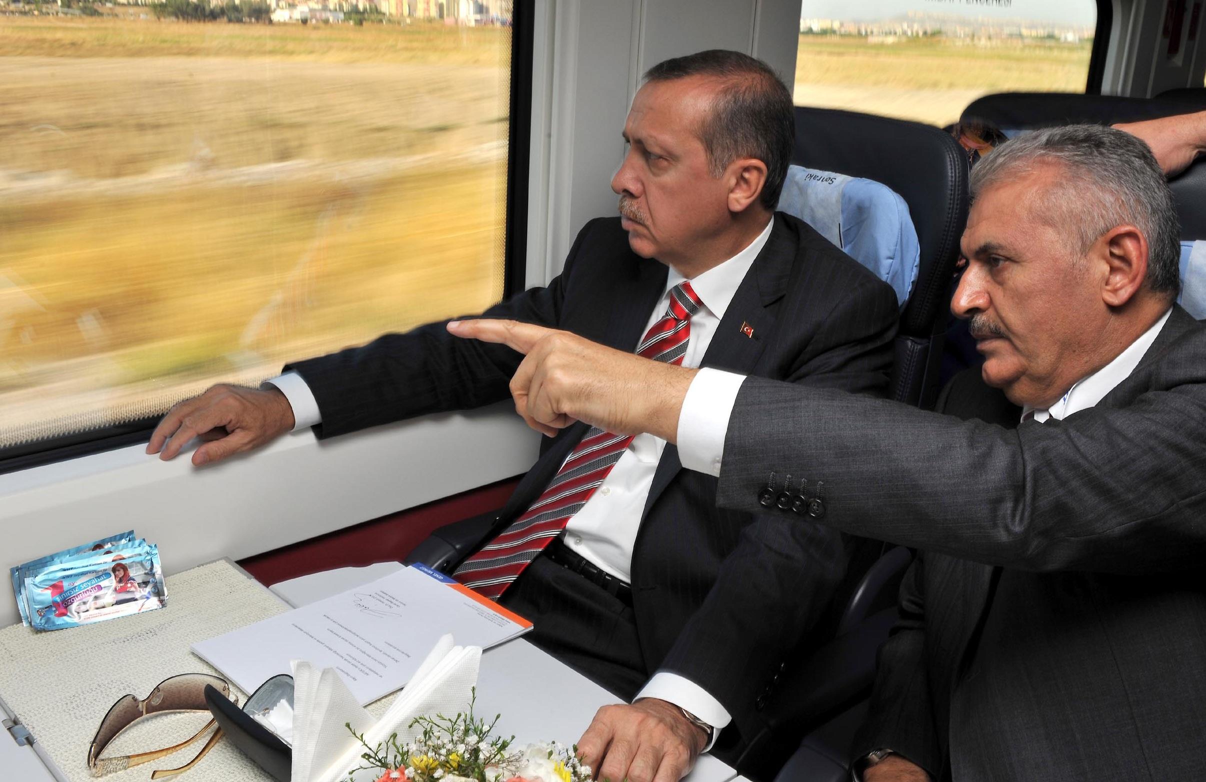 Un fidèle d'Erdogan devient chef du parti au pouvoir et du gouvernement turc