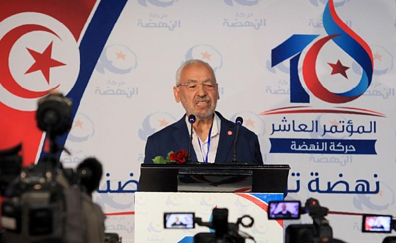"""Le mouvement islamiste Ennahda acte sa mue en """"parti civil"""" et réélit à sa tête Ghannouchi"""