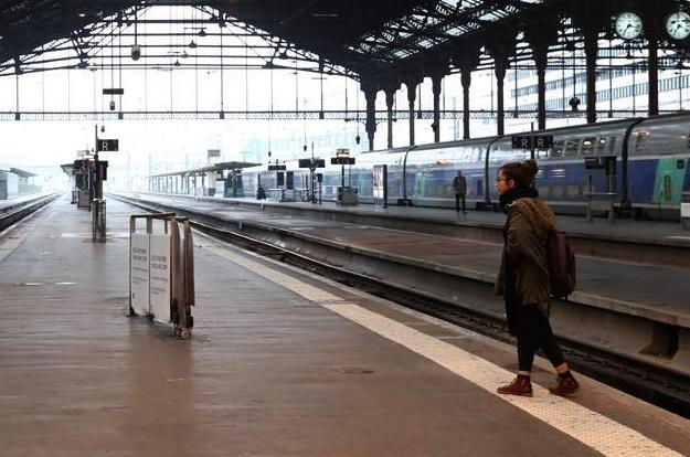 La crise sociale en France vire à la guerre d'usure
