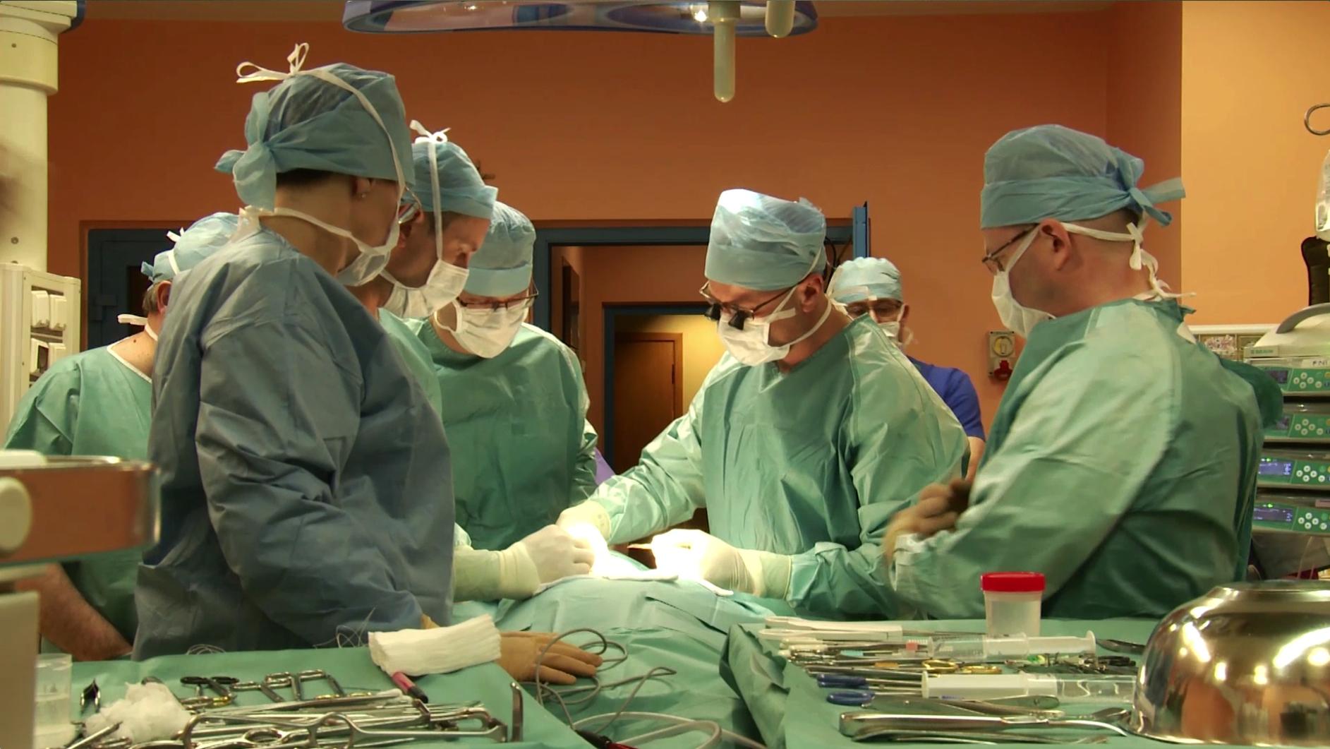 Une Marocaine atteinte d'une tumeur au visage bénéficie d'une reconstruction faciale en Espagne