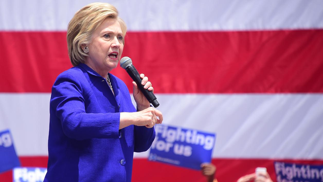 Hillary Clinton lance le combat de sa vie contre Donald Trump