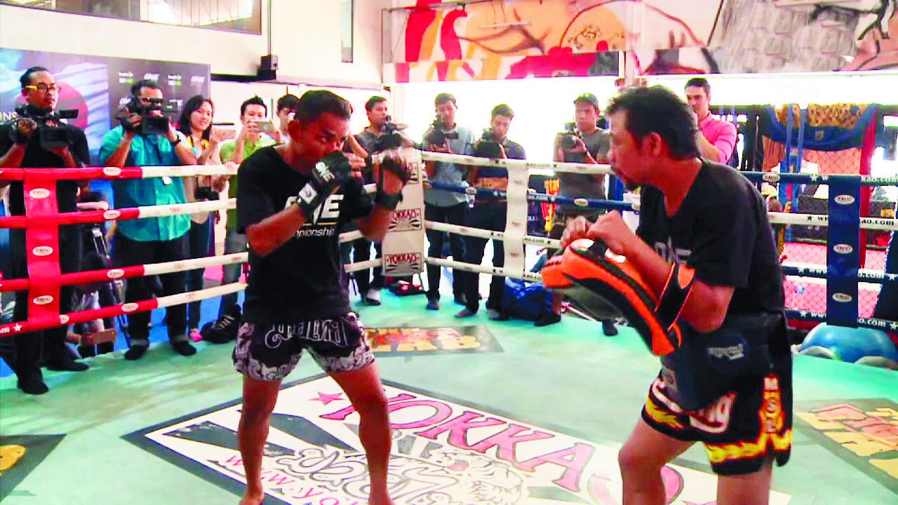 Les boxeurs thaïlandais attirés par la gloire et l'argent du MMA