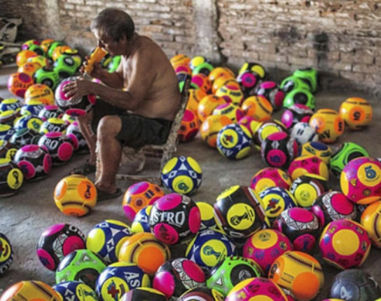 Chichihualco, le village mexicain qui vit des ballons de football
