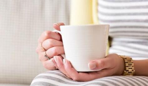 Boire son café ou son thé très chaud peut causer un cancer de l'œsophage