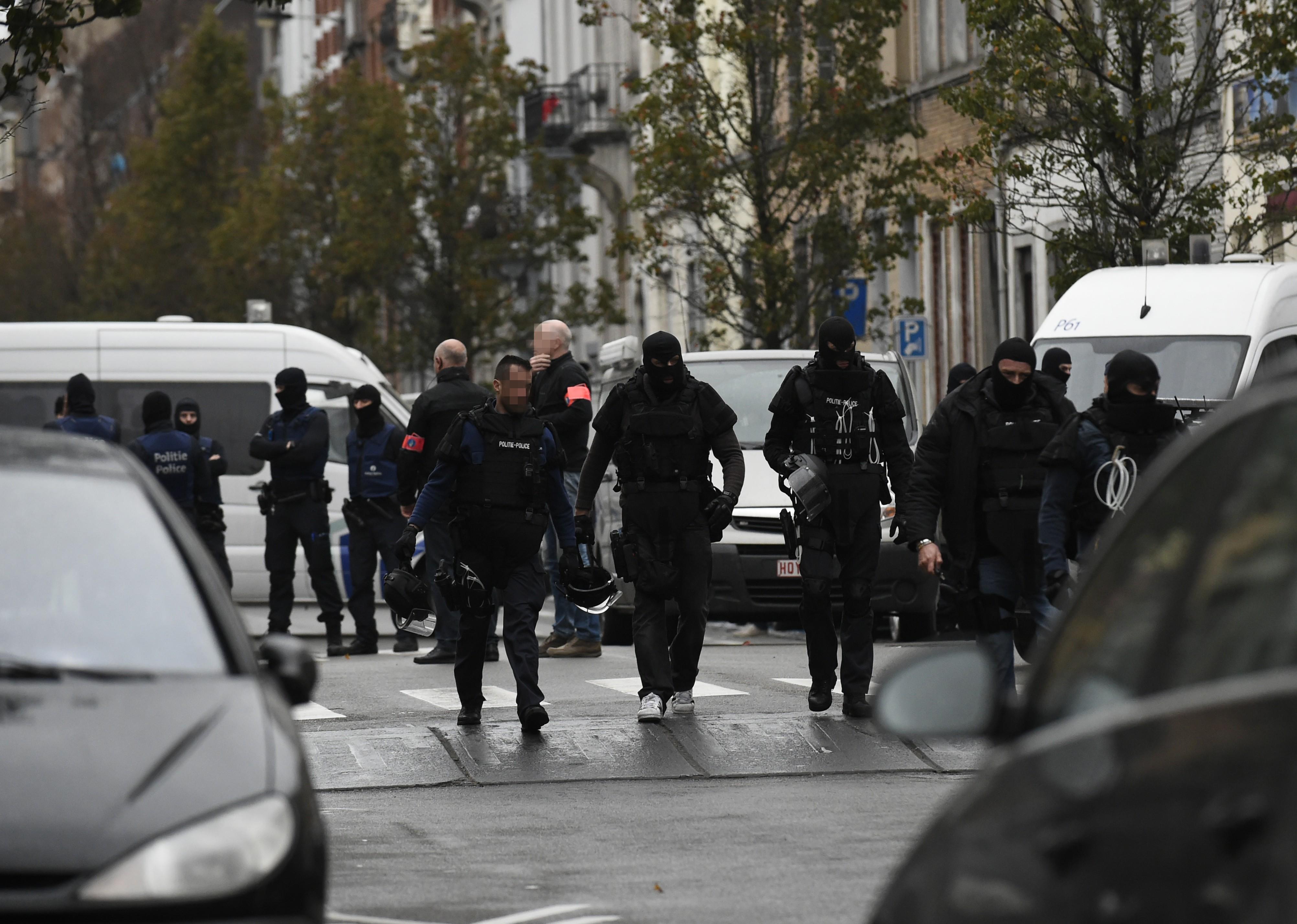 Deux hommes inculpés d'activités terroristes après de nouvelles perquisitions en Belgique