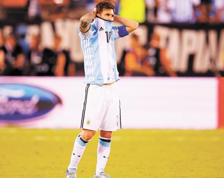 """Lionel Messi, une """"Puce"""" géante au Barça, minuscule avec l'Argentine"""