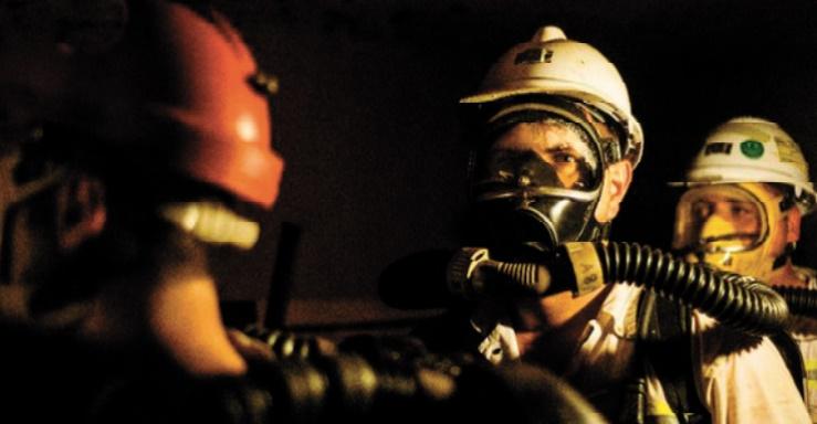 """En Afrique du Sud, les """"pompiers"""" souterrains risquent leur vie pour sauver celle des autres"""