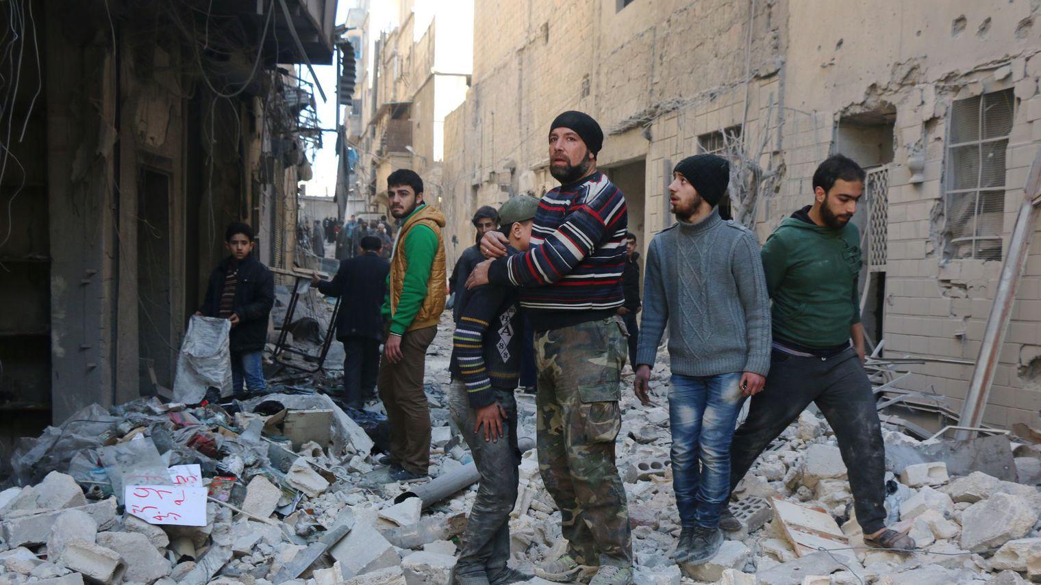 Une soixantaine de morts dans des combats à Alep et un axe clé de la seconde ville syrienne
