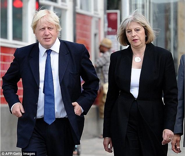 Theresa May forme son gouvernement et appelle à ses côtés d'influents partisans du Brexit