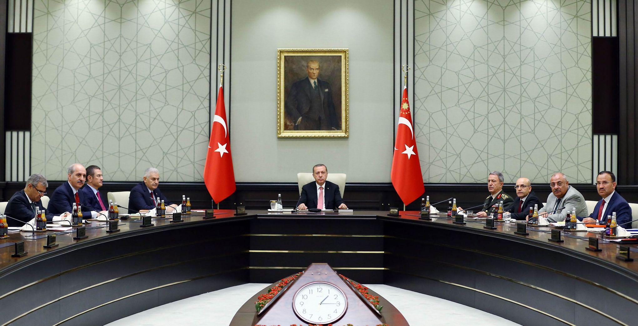 Ankara annonce l'instauration de l'état d'urgence pour trois mois