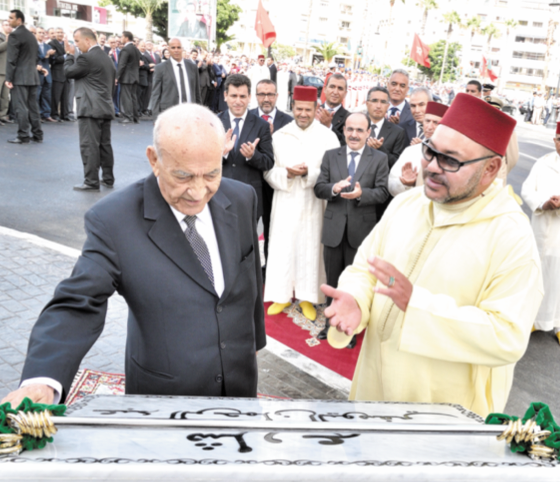 S.M le Roi  inaugure l'Avenue Abderrahmane  El Youssoufi à Tanger