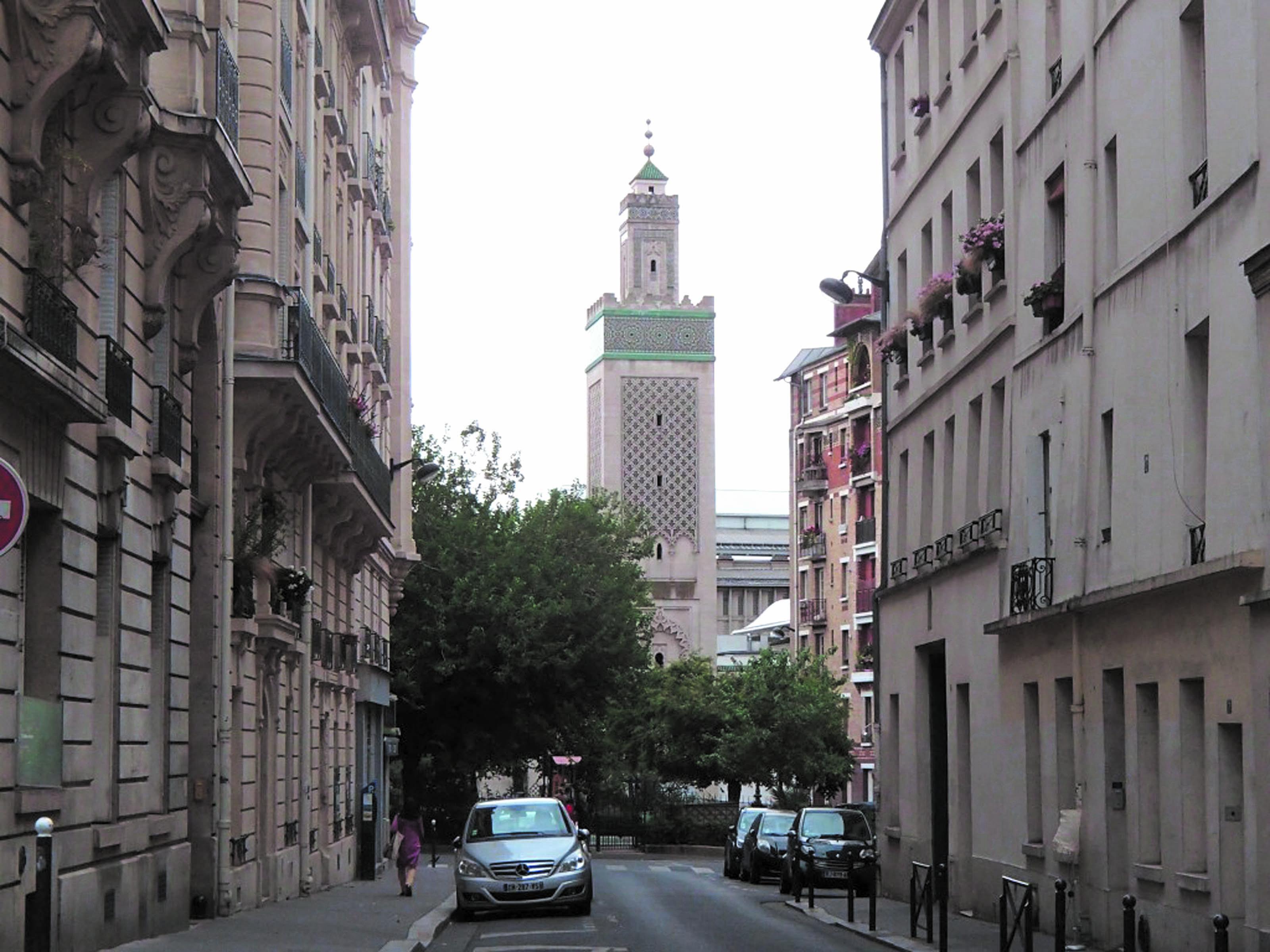 Manuel Valls allergique aux subventions étrangères des mosquées de France