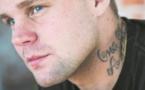 Kimmie, ex-néonazi, enseigne la tolérance aux jeunes Suédois