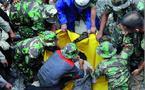 Le séisme a tué au moins 467 personnes à Sumatra : Tsunami dans le Pacifique Sud