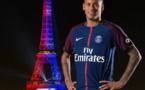 Neymar ébloui par l'hommage de la Tour Eiffel