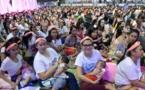 2.000 femmes allaitent leur bébé en public aux Philippines