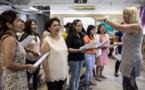 Les mères philippines chantent pour leurs enfants absents